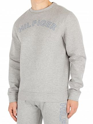 athleisure-tommy-hilfiger-sweater