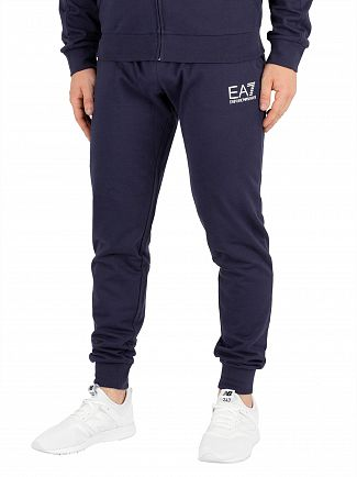 travel-joggers-ea7